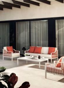 Sofá de 3 plazas con sillas a juego y mesita, catalogo out Gabar