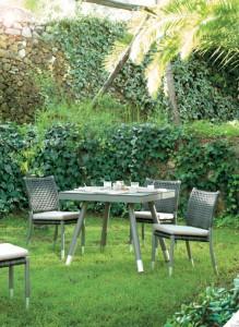 Mesa y sillas de metal, catalogo out Gabar