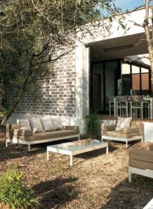 Sofá de 3 plazas y sillón blanco y marrón, catalogo out Gabar