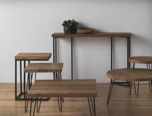 Mesas, mesitas y taburetes