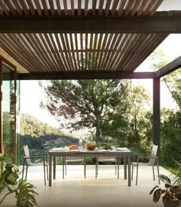 Mesa y sillas en exterior, catalogo out Gabar