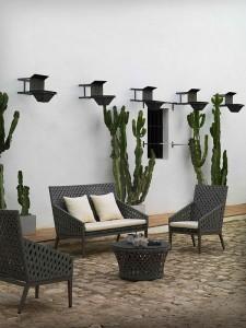 Sofa de dos plazas y dos sillas a conjunto oscuras, catalogo out Gabar