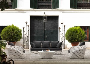 Detalle exterior de sofa de 3 plazas con dos sillones, catalogo out Gabar
