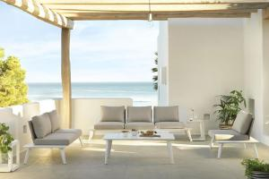 Conjunto sofá 3 plazas y 2 sillas, catalogo out Gabar